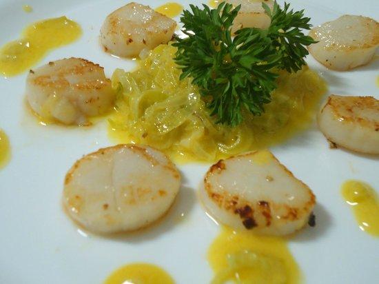 Trio Gastronomia Cozinha de Autor: Vieiras ao Vinagrete de Alho-Poró