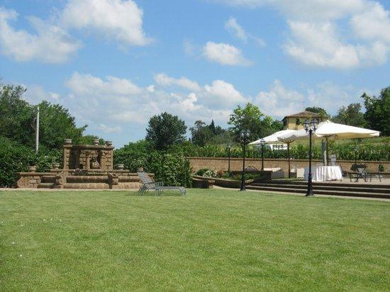 Hotel Ristorante La Pergola: Zona Buffet cerimonie in piscina e giardino