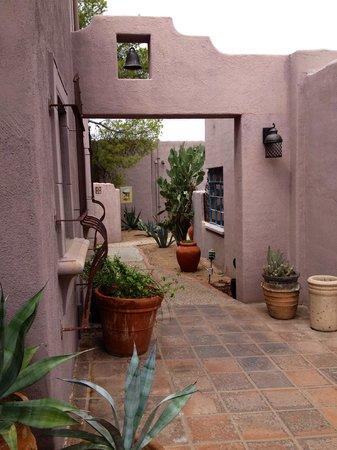 Lodge on the Desert : Garden Pathway