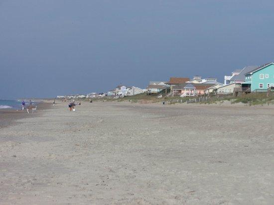 Pebble Beach Condominiums: beach