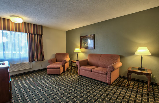 Rodeway Inn: Suite Room-2