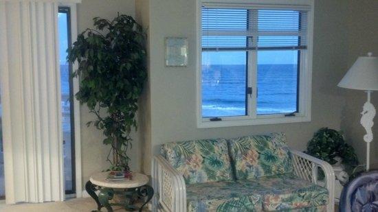 Pebble Beach Condominiums: living room
