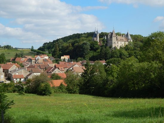 Bourgogne Evasion : Riding out of the village with the castle
