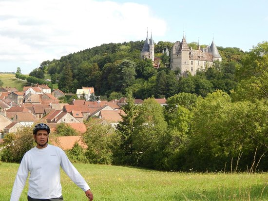 Bourgogne Evasion : Me claiming the castle as my own, Thanks to Florian!