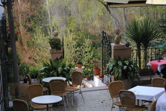 Vistas sobre la alhambra fotograf a de restaurante for Jardines de alberto granada