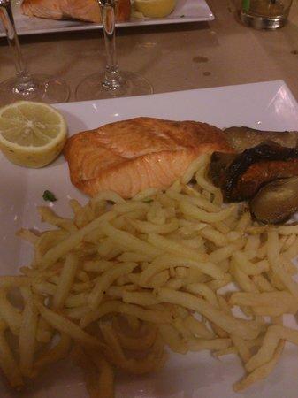 L'Entrecote du Port : saumon frite....