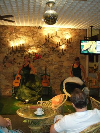 Hotel Neptuno & Apartments : flamengo night at the Neptuno