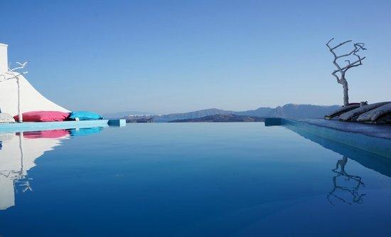 Astarte Suites: Infinity pool