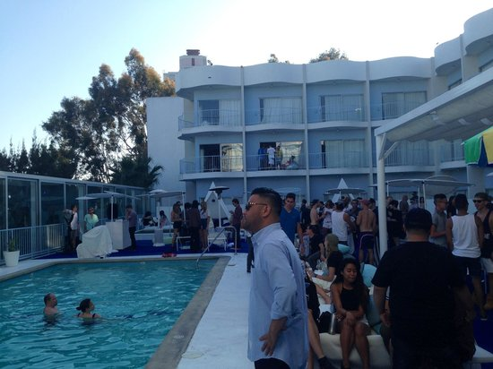 The Standard, Hollywood : Pool party