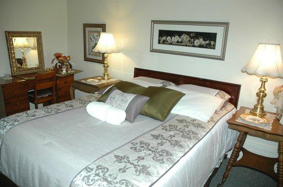 Sommerville Court Motel Bed & Breakfast : Tennant Rm.-queen bed