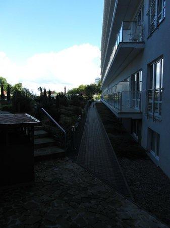Centrum Zdrowia i Wypoczynku Ikar Plaza: Hotellområde baksida med pool