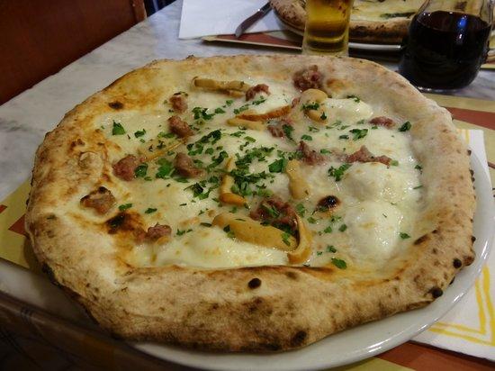 Pizzeria Spaccanapoli: Pizza teano