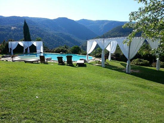 Villa Milani - Residenza d'epoca: Inifinity pool, white gazebos are for wedding