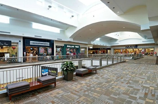 Lakeline Mall: Lakeline has over 150 stores for shoppers to find great deals.