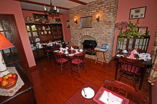 The Western Way Bed and Breakfast: Breakfast Room