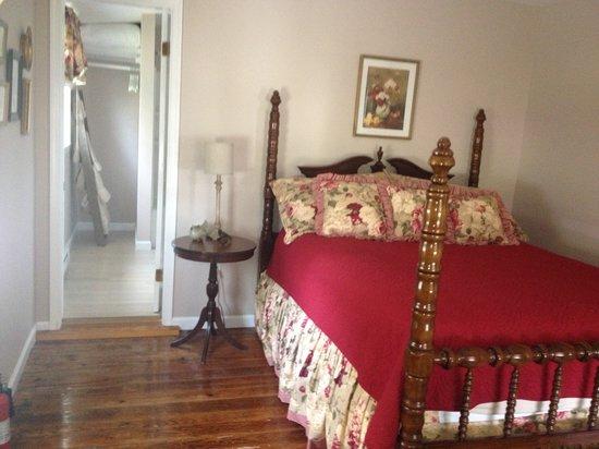 Smith Island Inn: Mary Ruth's Retreat (Main Level Bedroom)