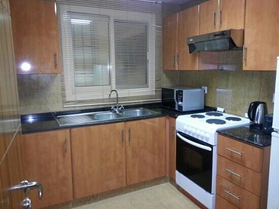 Al Barsha Hotel Apartments by Mondo: Kitchen