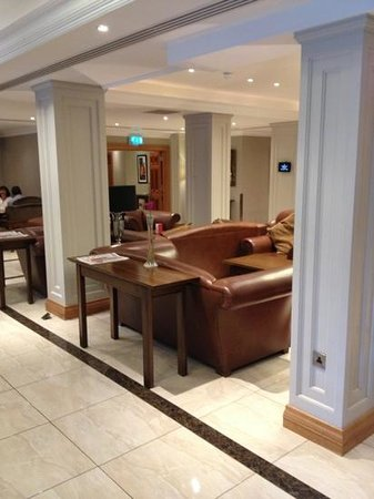 Malone Lodge Hotel & Apartments: lobby