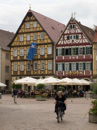 Engel-Apotheke: Vista dalla piazza