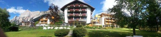 Parkhotel Ladinia: Vista panoramica dell'Albergo