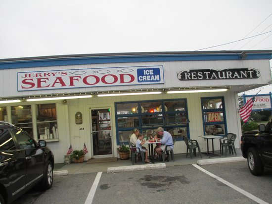 Jerry's Seafood & Dairy Freeze: Exterior