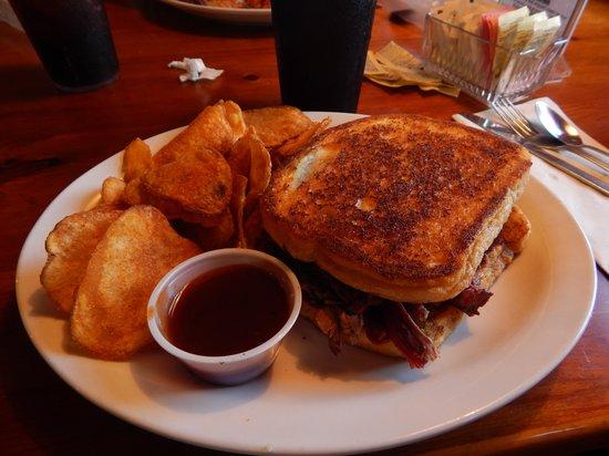 Bubba's Bar-B-Que: Brisket sandwich