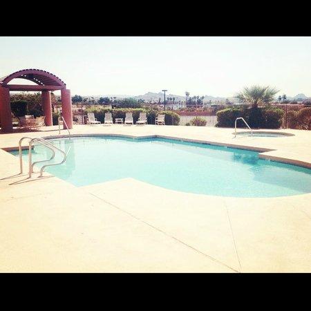 Island Inn Hotel: Pool