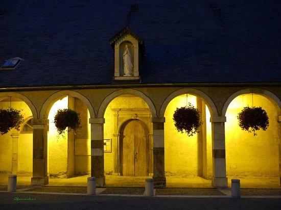 Hotel Restaurant des Deux Cols : Ste-Marie-de-Campan, Eglise