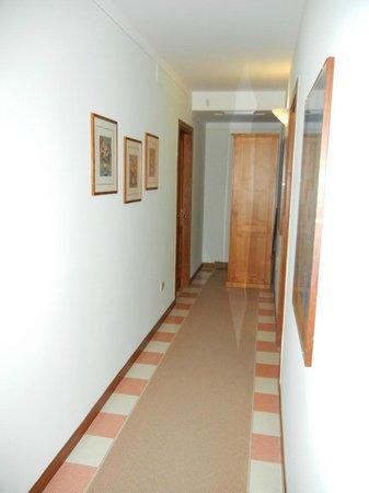 Albergo Ristorante La Macchia: Hallway to the rooms.