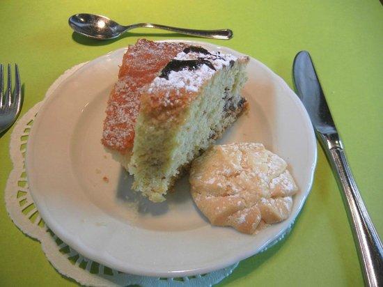 Albergo Ristorante La Macchia: Delicious breakfast sweets, all homemade.