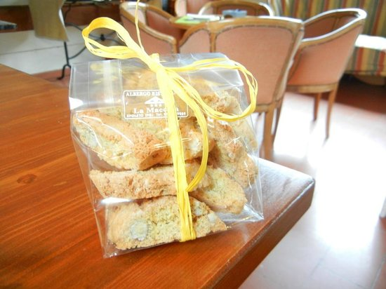 Albergo Ristorante La Macchia: Homemade biscotti given to us by the owner at departure.