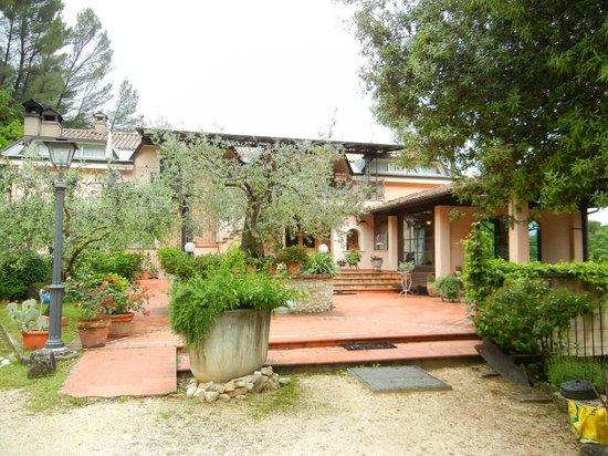 Albergo Ristorante La Macchia : Exterior of inn / house.