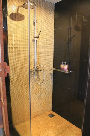 Tango Luxe Beach Villa: huge shower