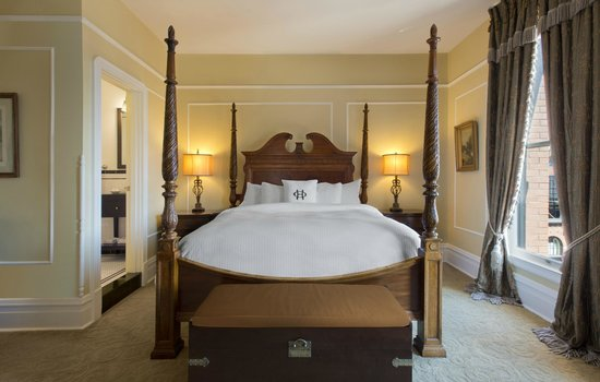 The Oxford Hotel: Presidential Suite Bedroom