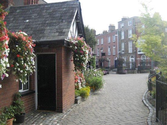 Blessington Street Park (The Basin) : Lodge and gate