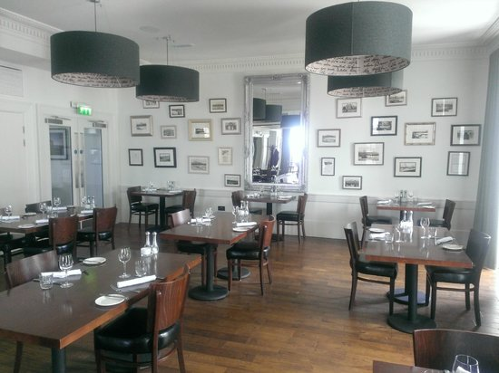 The Douglas Hotel : The dining room.