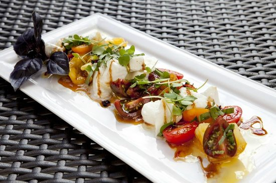 The Restaurant at Watermark : Heirloom & Bocconcini Salad