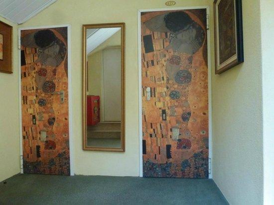 Hotel La Fenice Et Des Artistes: Entrada a los cuartos