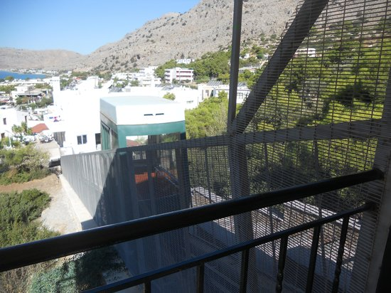 Pefkos Beach Hotel: The funicular very handy when its so hot