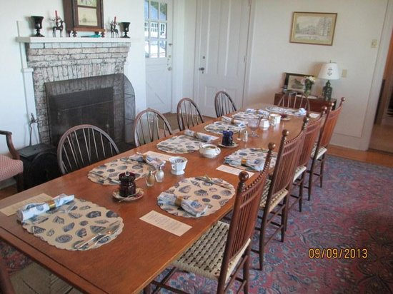 Acadia Bay Inn B&B : Breakfast Table