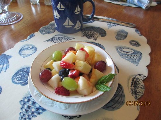 Acadia Bay Inn B&B : Fresh fruit Cup