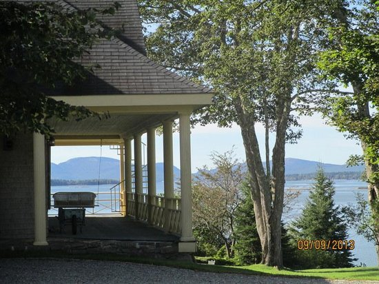 Acadia Bay Inn B&B : View from side porch