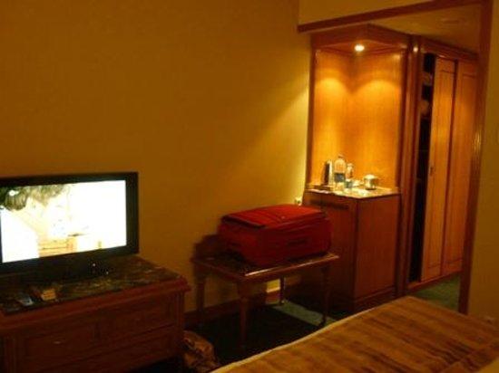 Concorde El Salam Hotel Cairo by Royal Tulip: Die Kaffe-/Teeküche war klasse. Die Minibar war sehr gut.