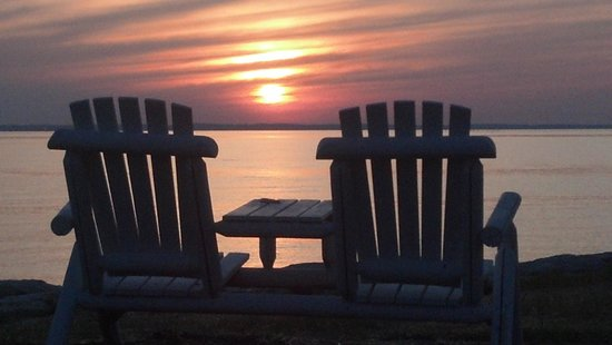 Black Walnut Point Inn: Sit and Relax