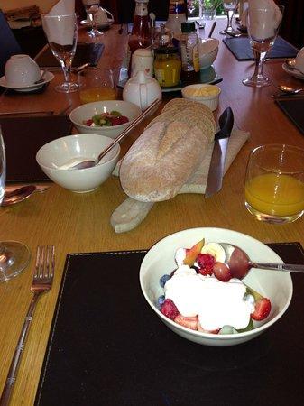 Culloden Farmhouse: Breakfast table