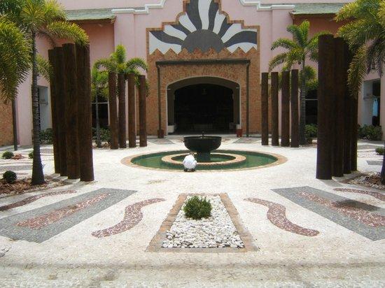 Iberostar Bahia: lado externo hall de entrada