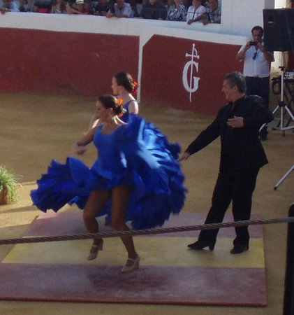 Mijas Plaza de Toros: Flamenco dancers before bullfight