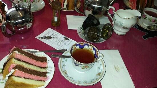 Hettie's Tearoom: Fabulous teas and Speciality cake!