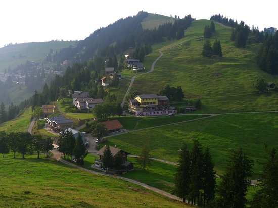 Hotel Rigi First: Rigi First viewed from Dosse