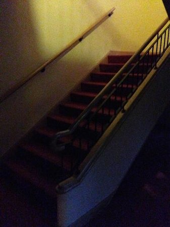 Seagoe Hotel: staircase to rooms darkness night 1